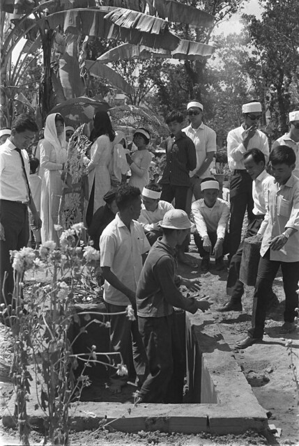 H42-09[1] Soldiers dig common grave for their dead colonel, his wife and their five children who were slain by the Vietcong during the first hour of battle; Saigon Feb 1968