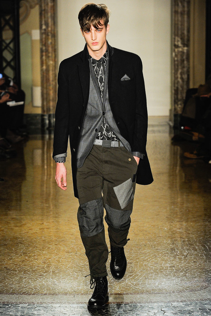 James Smith3562_FW12 Milan Moschino(VOGUE)