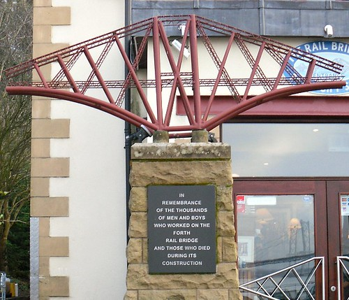 The Rail Bridge Hotel, South Queensferry, Sculpture close