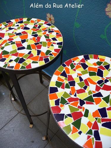 banco de ferro com assento de mosaico