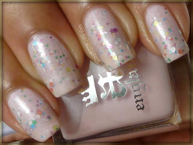 Glitter Sandwich: A-England Iseult & Confetti Tazmanian Devil