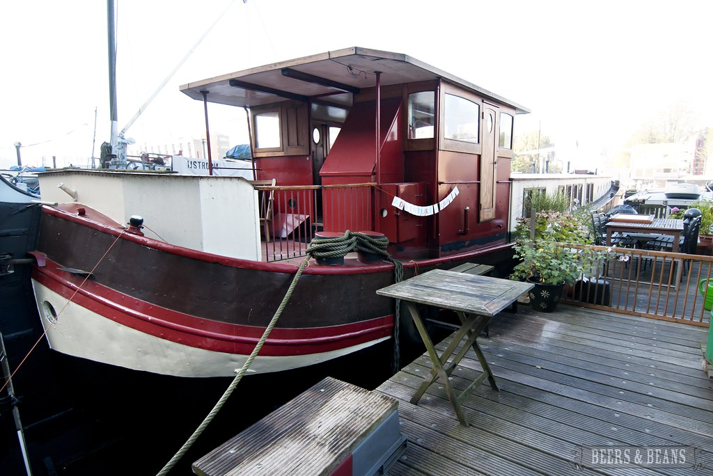 Beers and beans looking for unique lodging in amsterdam for Houseboat amsterdam