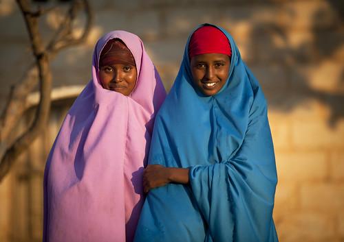 africa sunset woman color smile horizontal religious outdoors photo women exterior veiled veil muslim islam religion shy womenonly photograph afrika somali spirituality spiritual somalia islamic somaliland afrique hornofafrica sharia hawd 5096 shariah somalie africanethnicity britishsomaliland somalië σομαλία baligubadle сомали szomália الصومال ソマリア blackethnicity soomaaliland صوماللاند balligubadlle balligubadllehawdbaligubadle degehabur baligubadleballigubadlle shariash