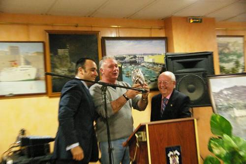 Mario Cortes entrega premio a Antonio Cantero