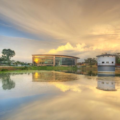 reflection landscape nikon kitlens explore malaysia hdr selangor shahalam d3000 vertorama zackrizims perpustakaanshahalam