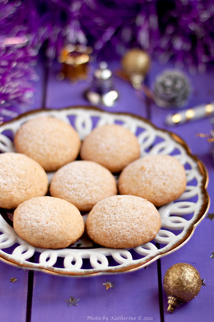 Coconut and cardamom cookies