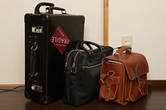 bag(1.0), luggage & bags(1.0), brown(1.0), handbag(1.0), hand luggage(1.0), leather(1.0), baggage(1.0), suitcase(1.0),