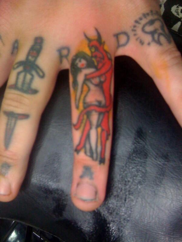 Ring finger devil