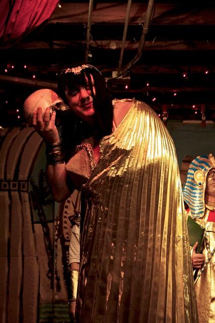 Cleopatra & Talking Skull