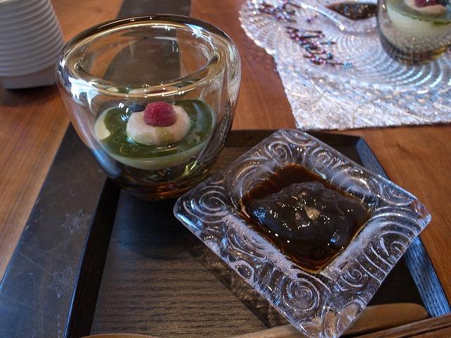 <p>g)水菓子<br /> 和のデザート盛り合わせ</p>