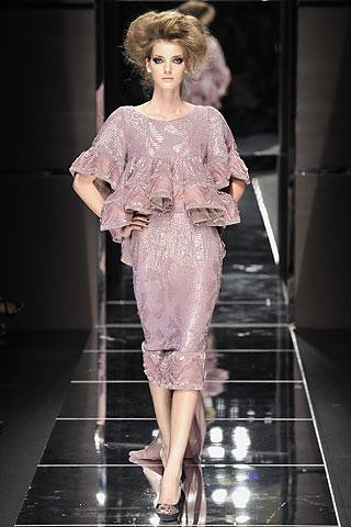 Elie-Saab-vestido-ceñido-rosa-palo