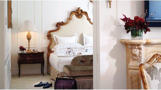 PropertyImage_ThePlazaHotel_NewYork_Hotel_GuestroomsSuites_EdwardianSuite_Bed_CreditFairmontHotelsandResorts