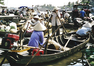 Floating market near Can Tho (Vietnam 2001)