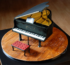 Yuma Couture Cakes grand piano