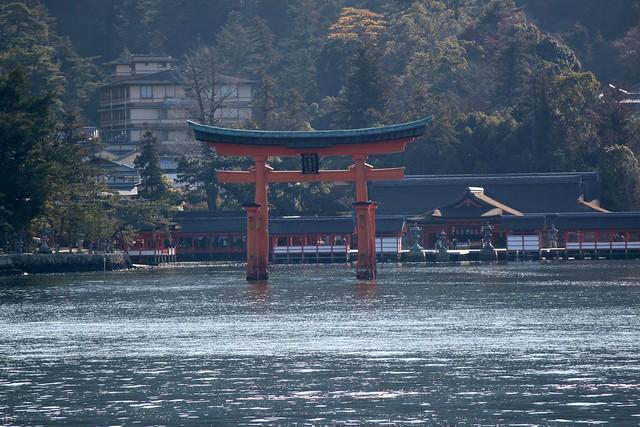 Miyajima_Torii_Ferry_2
