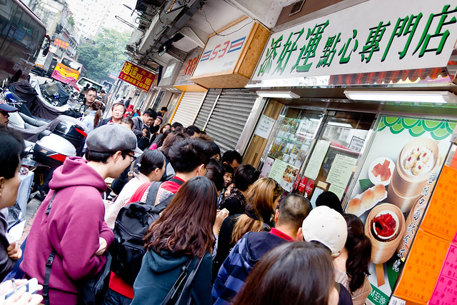 The mob of hungry dim sum-ers in front of Tim Ho Wan