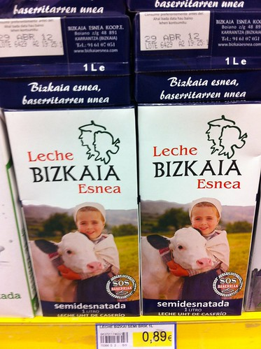 Marca Leche Bizkaia en las tiendas by LaVisitaComunicacion