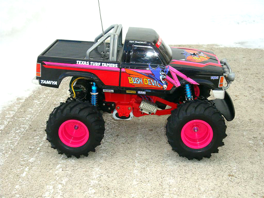 I Am Restoring My Bush Devil With The Help Of A Super Blackfoot Tamiya Ii Chassis Red Original Below Photo Is Truck Frame And Yeah Racing Blue Oil Filled Shocks