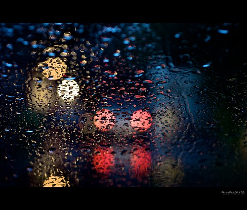 california red white abstract water car rain weather northerncalifornia yellow 50mm lights evening bokeh fav20 raindrops intersection norcal fav30 1000v fav10 afsnikkor50mmf14g elmofoto btaws lorenzomontezemolo