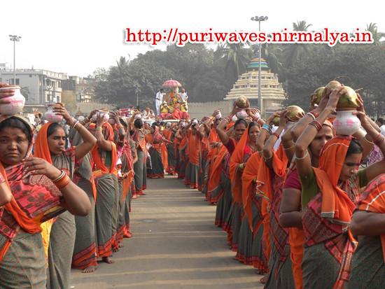 Vessel procession for  27 Kundiya Sri Suryakoti Mohajangya