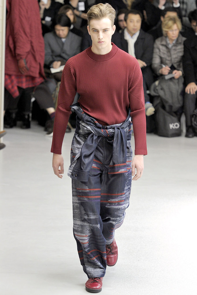 James Smith3576_FW12 Paris Issey Miyake(VOGUE)