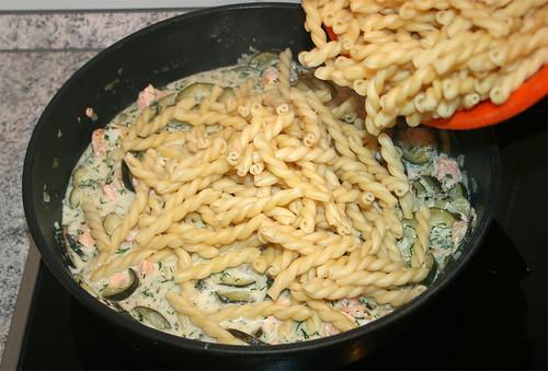 32 - Nudeln hinzufügen / Add noodles
