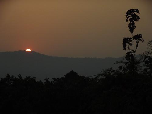 sunset thailand skies chiang rai wiangkaen