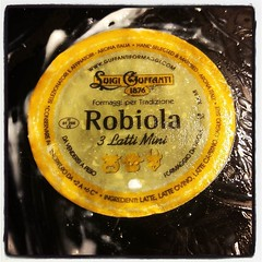 Robiola. Skummaste osten jag ätit på länge. :-)