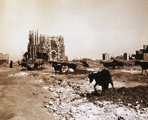 Recuerdos de Pandora - Construction of the Sagrada Familia in 1915