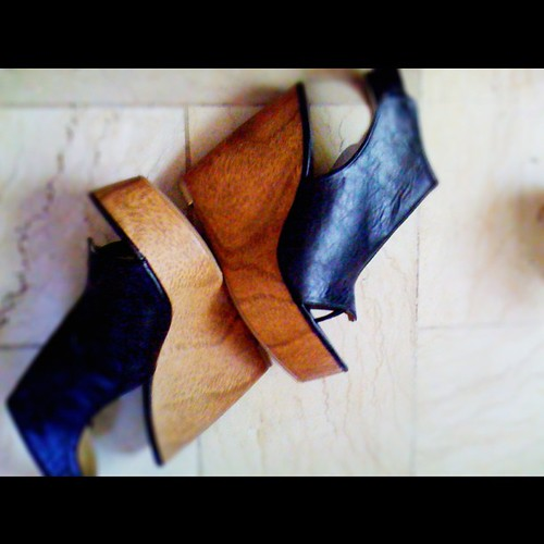 Will sell this wedges. Loving the wooden heel! @bloggers_united here we go!