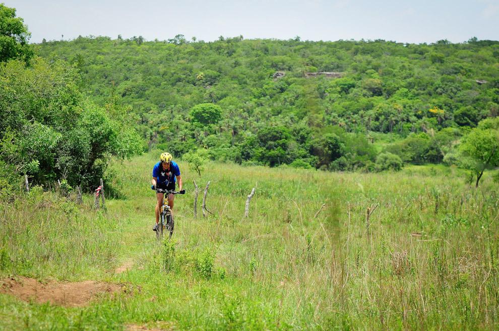 Un competidor de modalidad Mountain Bike continúa su trayecto hasta la meta. (Elton Núñez)
