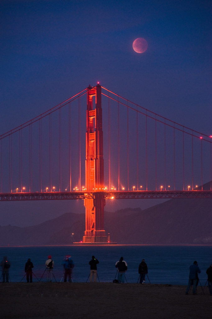 Photographers capture the conjunction of the full lunar eclipse and the Golden Gate Bridge
