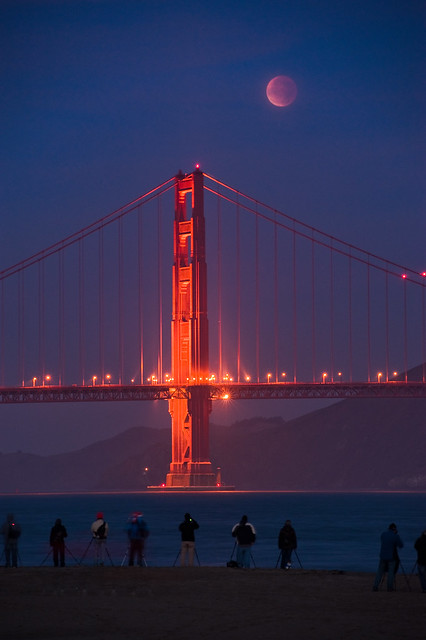Photo:Photographers capture the conjunction of the full lunar eclipse and the Golden Gate Bridge By:kern.justin