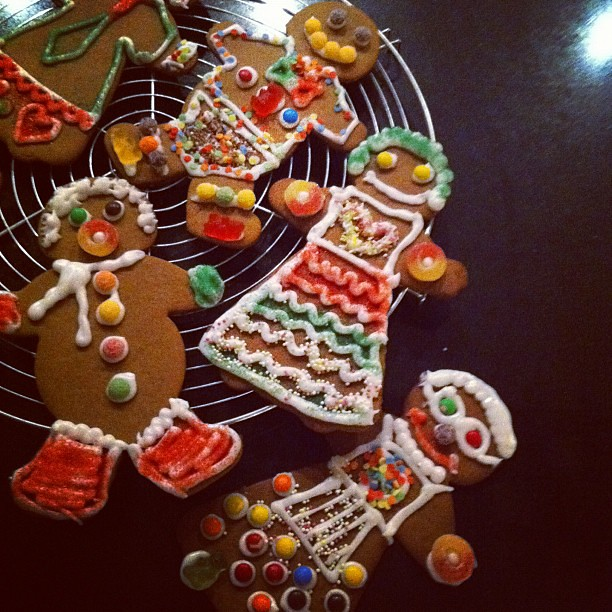 It's a party in the kitchen. More gingerbread people.