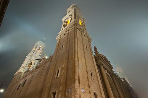 El Pilar de Zaragoza tras la niebla