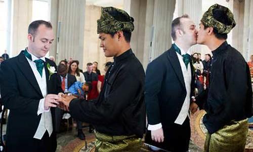 Kebebasan : Lelaki Melayu 'Kahwin' Lelaki