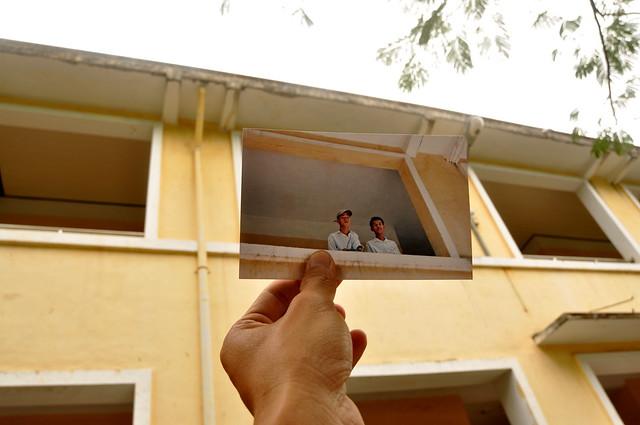 Chụp cùng người bạn thân cuối năm học cấp 3 tại trường Lý Tự Trọng, Nha Trang (1998)