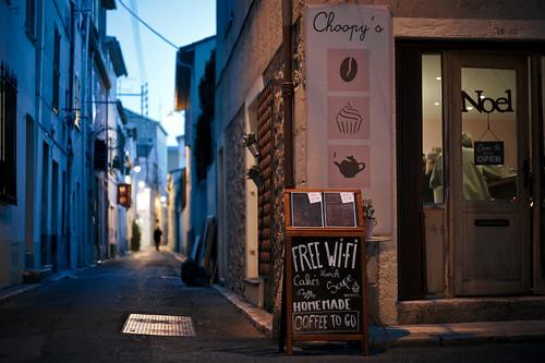 street cold coffee 50mm cafe nikon warm shot perspective noel cupcake wifi antibes d700 choopy fabricedrevon streettogs