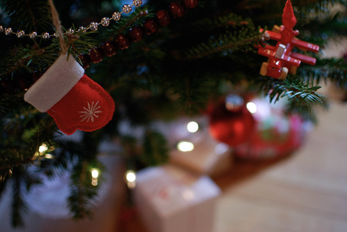 gifts and tree4-0098