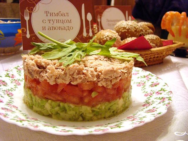 тимбал с тунцом и авокадо