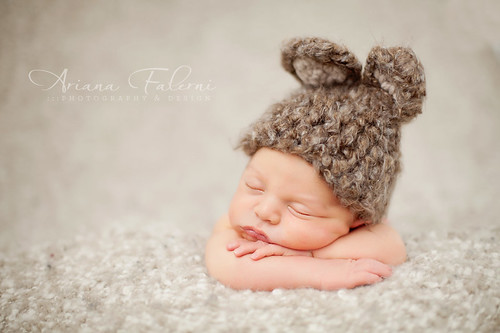 I cant tell you how much this freedom from blanket clipping has helped me with getting more optimal light and angles throughout my newborn shoots