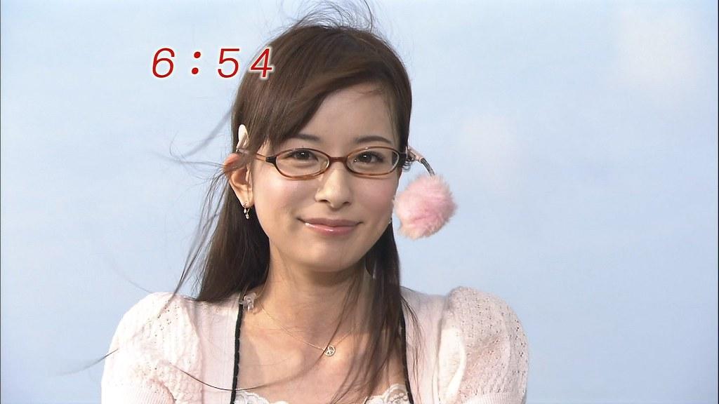 眼鏡をする皆藤愛子。