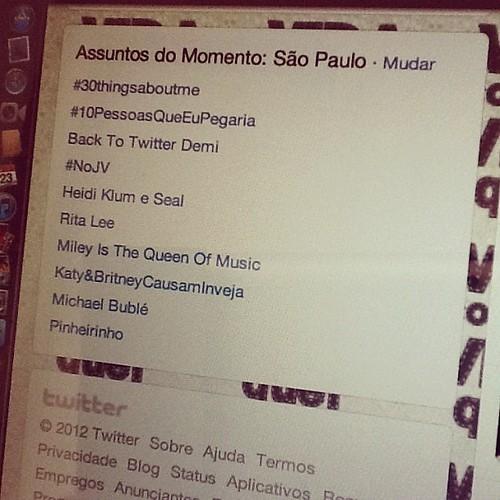 O post de hoje vai tentar explicar hashtags do Twitter para quem não usa o microblog. Daqui a pouco no www.avidaquer.com.br