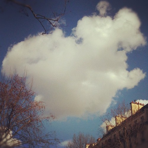 Sunny day in Paris by la casa a pois