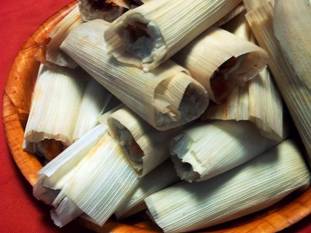 Shredded Pork Chile Colorado Tamales - lacocinadeleslie.com