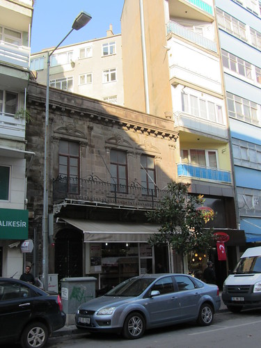 Balikesir: Beautiful old house inbetween new houses