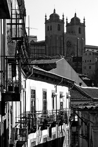 Sé do Porto, vista da rua do Ferraz  - Oporto See, seen from Ferraz street by @uroraboreal