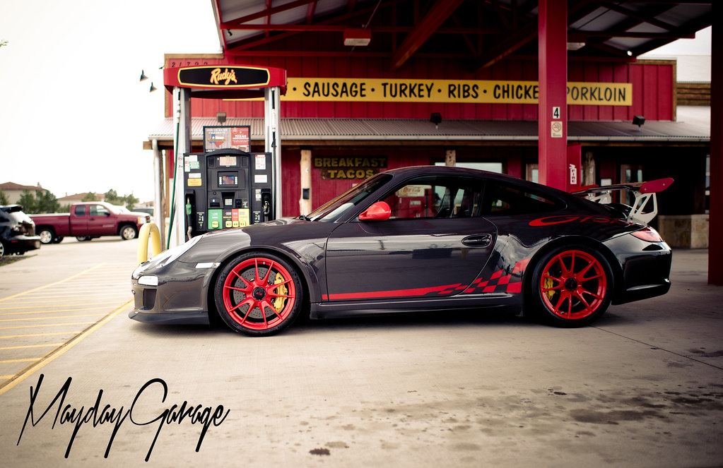 Quick lunch stop at Rudy's BBQ before TX2K14 with Ted's GT3 RS