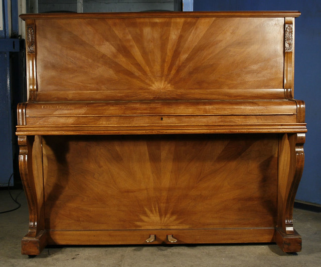 A 1920 39 s gaveau upright piano with an art deco case for Piani art deco