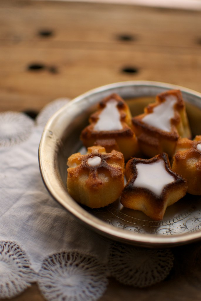 mini pastelitos de almendra y arandanos rojos